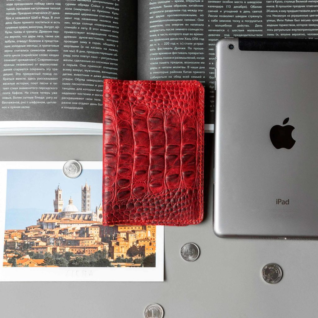 Обложка для паспорта // DOCO // Croco Red