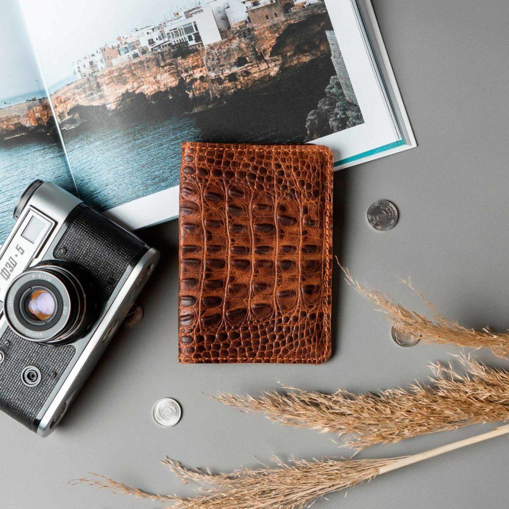 Обложка для паспорта // DOCO // Croco Brown